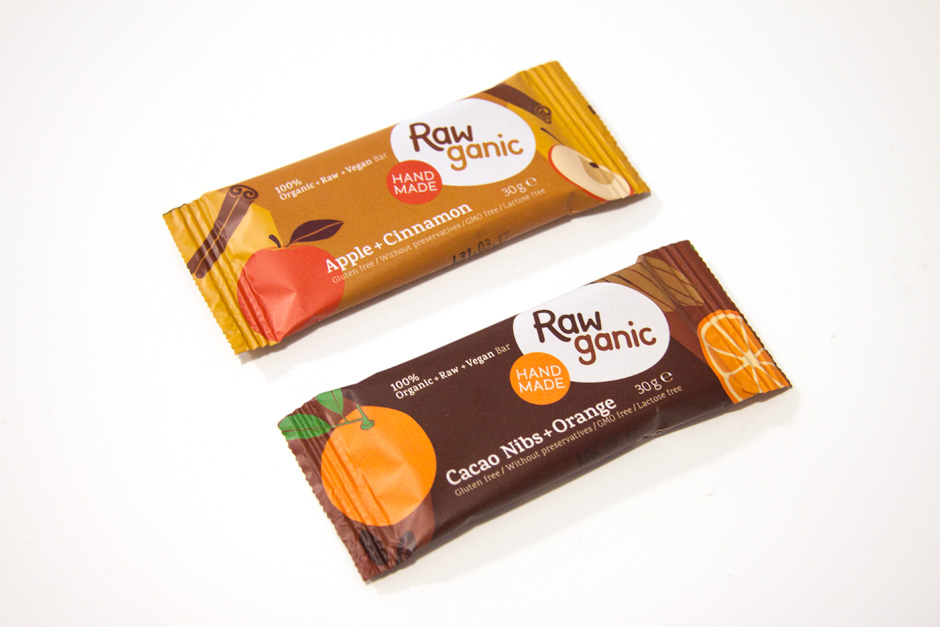 Raw organic snack bars packaging